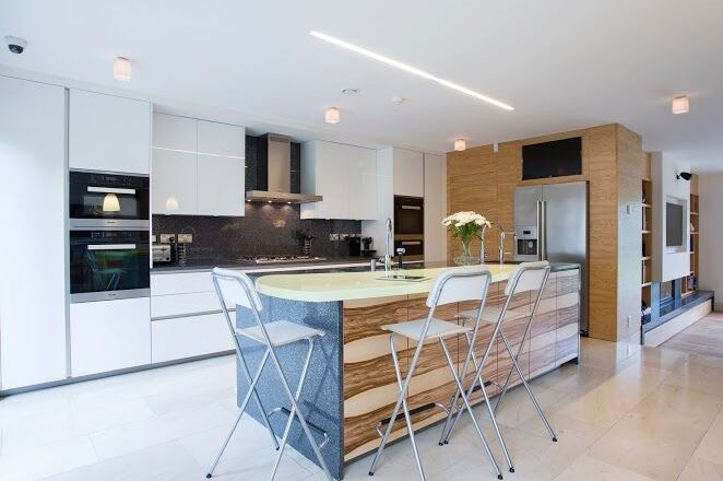 Bright spacious kitchen